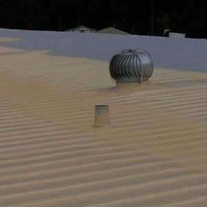 Aplicação de poliuretano para isolamento térmico
